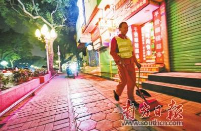 惠城区将在市示范区(桥西、江南、江北、河南岸)周边内街小巷、小区推行24小时保洁。南方日报记者王昌辉摄