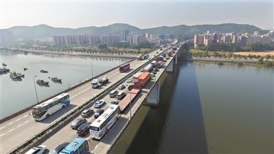 春运即将到来,道路交通渐入高峰期。 广州日报全媒体记者卢政摄