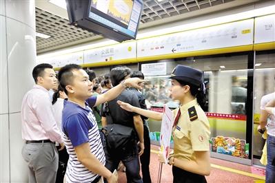 广州地铁线网里程稳居全国前三、世界第十,地铁服务备受市民称赞。 广州日报全媒体记者高鹤涛、实习生何键玲摄
