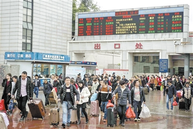 广州火车站春节后旅客回流。 高鹤涛、黄焕然 摄