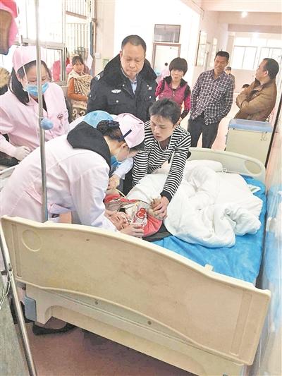 小女孩被送院救治。