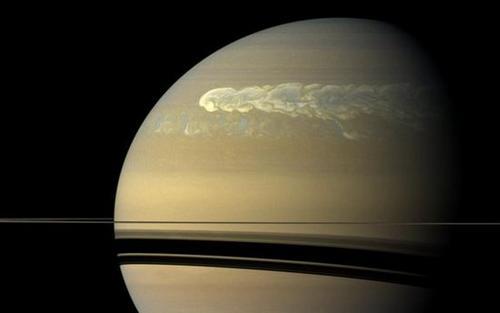 """""""卡西尼号""""探测器拍摄到的土星最强烈风暴 图片来源:美国航空航空局(NASA)"""