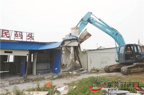 ■我市沿海镇街全面拆除海上违法构筑物 记者 周桂清 摄