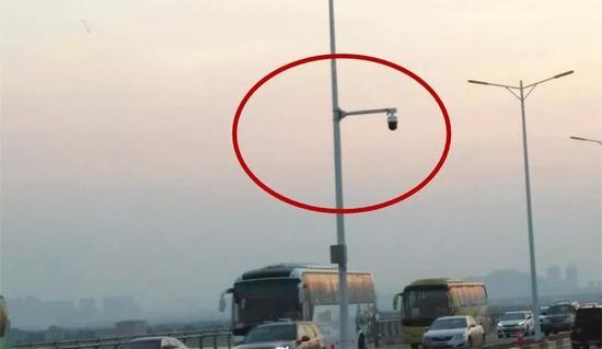 """珠海大桥的""""电子警察""""实景图"""