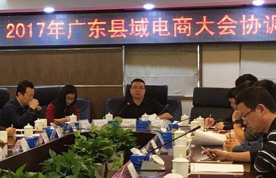 汕头市委宣传部副部长、市网信办主任李逸夫在会上发言。