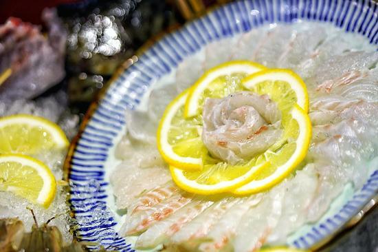 活造青斑鱼火锅
