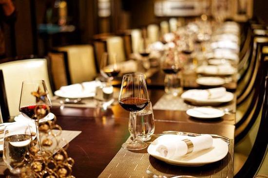 浪漫优雅的餐厅环境