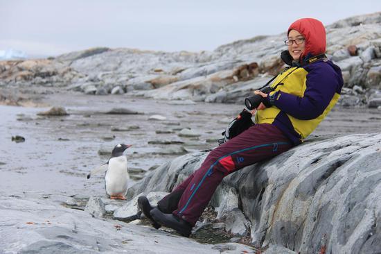 △萌物来袭。晓晴说企鹅不怕生,有时甚至会主动攻击其他动物。比她想象的凶和臭(类似于家禽的味道)。