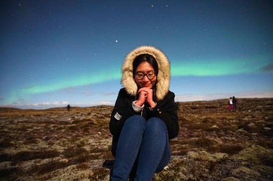 △晓晴在冰岛看极光,过生日。