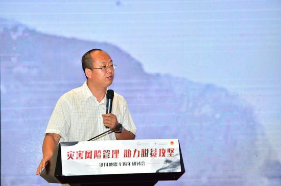 北京师范大学社会学院副教授韩俊魁发表《汶川地震以来社会组织响应自然灾害的思考》主旨演讲