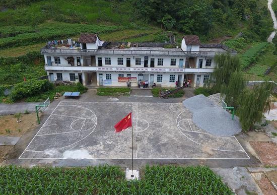 都安瑶族自治县龙湾乡琴棋小学新华社记者陆波岸/摄