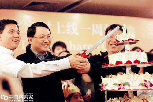 2008年3月8日是宝宝树一周年庆典。左二为王怀南,宝宝树的联?#27927;词?#20154;
