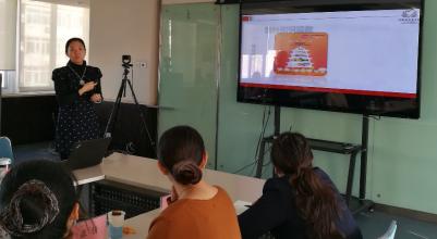 中国扶贫基金会健康发展部主任助理王珞玮介绍爱加餐项目实施情况