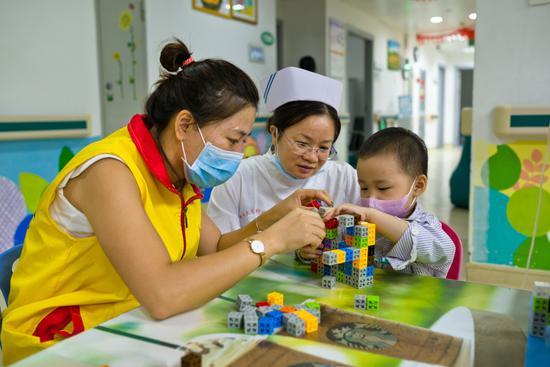 广州市金丝带特殊儿童家长互助中心-癌症患儿医疗游戏辅导项目