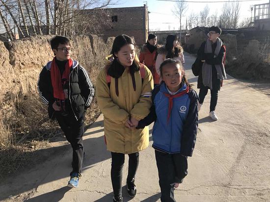 志愿者走访路途中