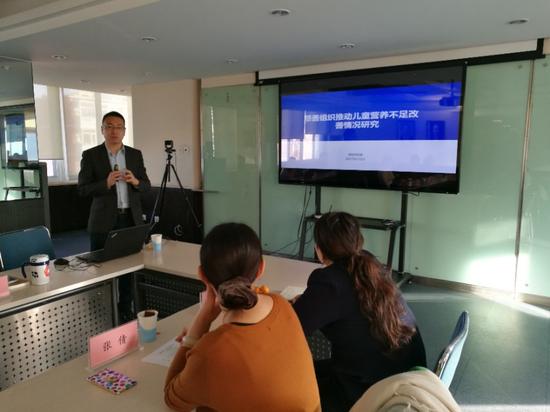 商道纵横副总经理、合作人彭纪来分享了慈善组织行业发展报告