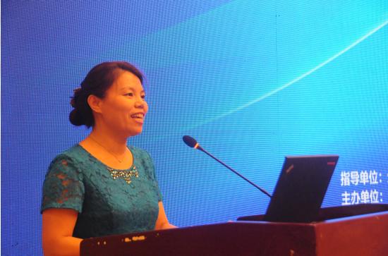 中国环境科学学会秘书长助理、学术交流部主任姜艳萍致开幕辞