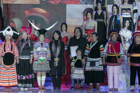 中国美·妈妈制作时髦秀暨妈妈制作慈善晚宴胜利进行