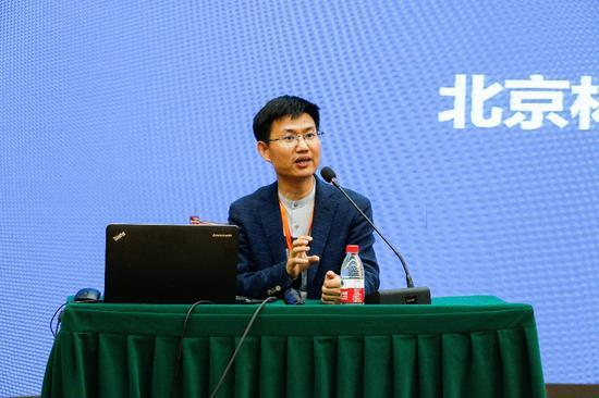 北京林业大学副教授李明分享了叙事理念在青少年心理援助中的应用
