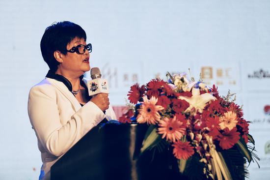 新丝路集团行政总裁汪桂花发言