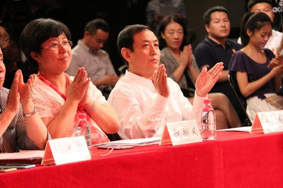 图中左二 北京电视台科教节目中心主任杜研