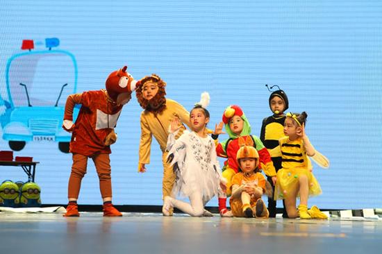 一部部精彩的交通安全儿童剧表演,点燃了现场的氛围