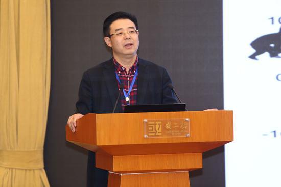 """12月23日,中国科学院院士邹才能在""""2018县域生态文明建设高峰论坛""""上,讲述了""""天然气革命""""的发生经过,并对""""美丽中国""""提出自己的思考。"""
