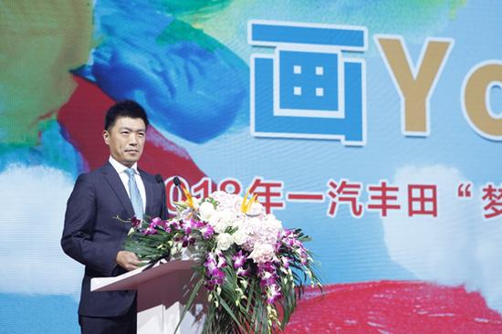 一汽丰田汽车销售有限公司副总经理太田资大为现场的小小造梦者们送上了美好的祝福。