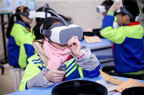 儿童防灾减灾科普教室体验学习。