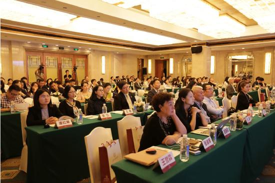 近百位专家出席未成年人权益保护专题研讨会