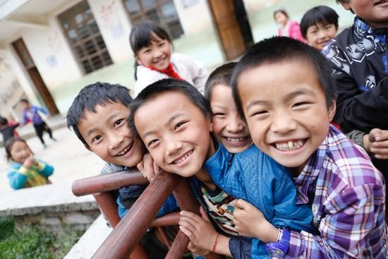 云南省宣威市东山镇火石盆村完小的学生