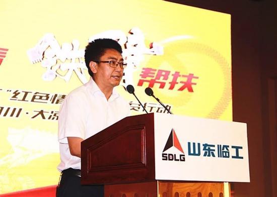 凉山州扶贫移民局副局长彭兆武讲话