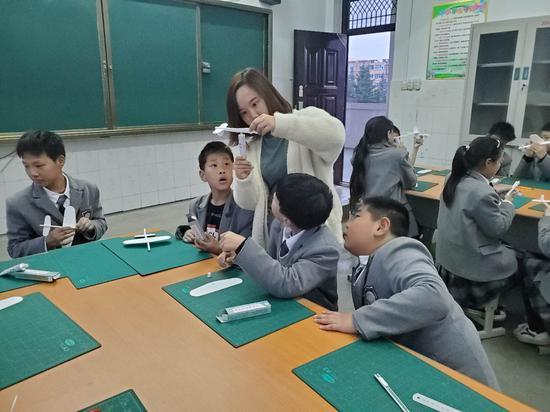 2019年秋季学期,张慧毅正在上航模课