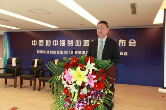 北京师范大学中国公益研究院院长王振耀在会上发言