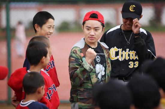王祖蓝与孩子们