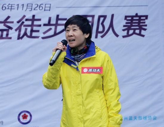 真功夫集团董事潘敏峰亲身参与公益徒步活动