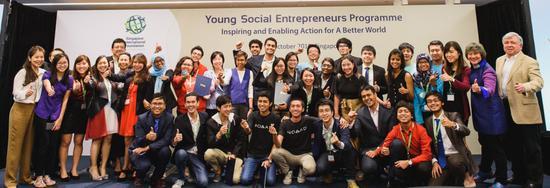 """2016年新加坡国际基金会""""青年社会企业""""项目入选团队合影"""