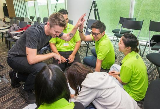 """每个""""青年社会企业家""""项目参与团队都配有经验丰富的导师(三)"""