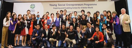 """第七届新加坡国际基金会""""青年社会企业家项目""""获胜团队合影"""