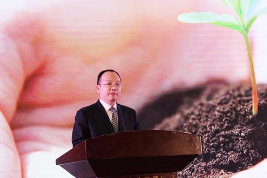 中国儿童少年基金会秘书长朱锡生介绍项目发起背景