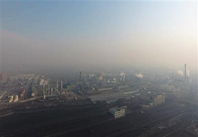 山西三维瑞德焦化被环保部多次点名污染物超标排放。A16-A17版图片/新京报记者 孙瑞丽 摄