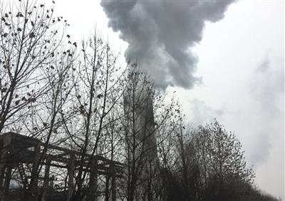 1月16日下午,山西同世达煤化工集团脱焦塔浓烟滚滚。