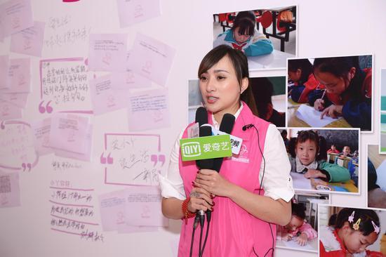 中国福基会爱小丫基金发起人、秘书长孟雪接受记者采访