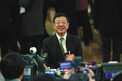 昨日,部长通道上,国家林业局局长张建龙接受采访。