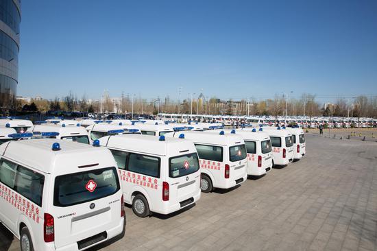 300辆救护车整装待发
