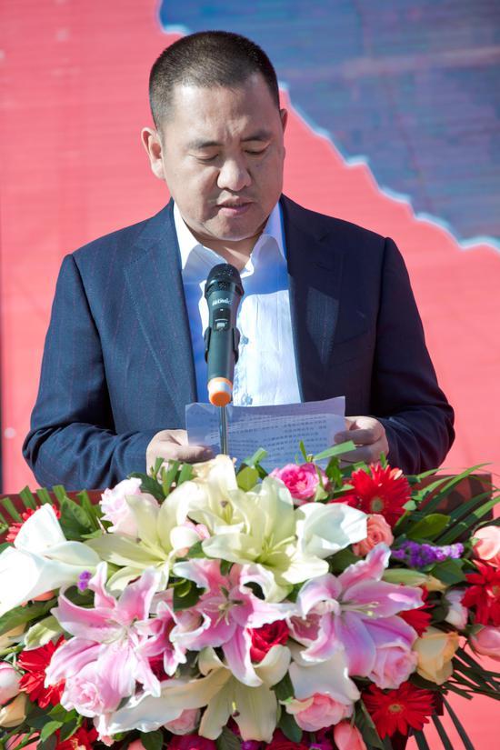 捐赠代表陕西成长地产控股集团董事长尹建国致辞