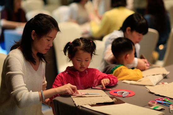 手作心灵疗愈专家张皙颖女士实践傣纸创新手作艺术课程