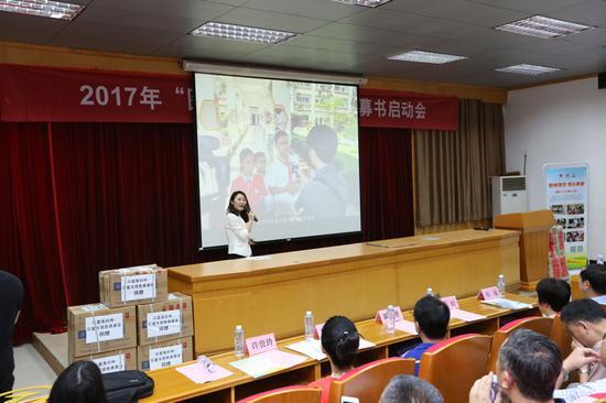 金龙客车品牌企划部经理陈冰青作2016金龙移动图书馆项目总结