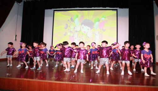 五班歌舞表演《小不点长大了》