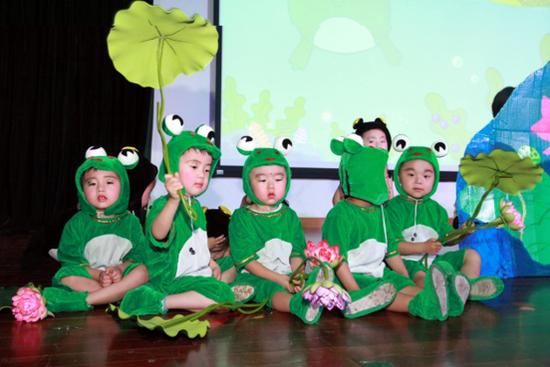 四班童话剧《小蝌蚪找妈妈》